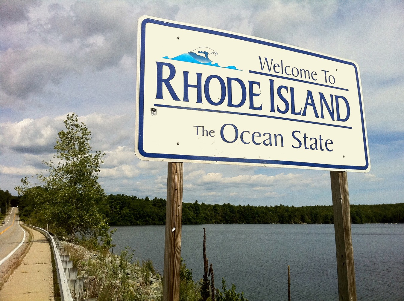 Welcome_to_Rhode_Island_sign